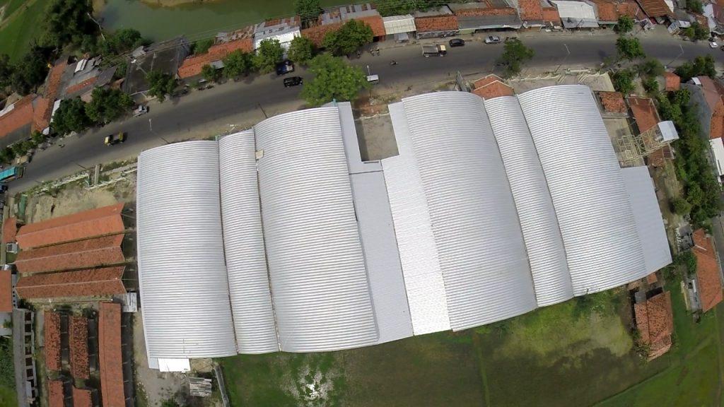 Atap Tanpa Sambungan Di Pasar Margalega Sampang