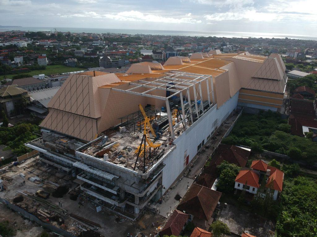 Gedung Trans Studio Mall Bali Dalam Proses Pembangunan. Atap Bangunan Ini Menggunakan Produk Dari PT. Utomodeck Metal Works.